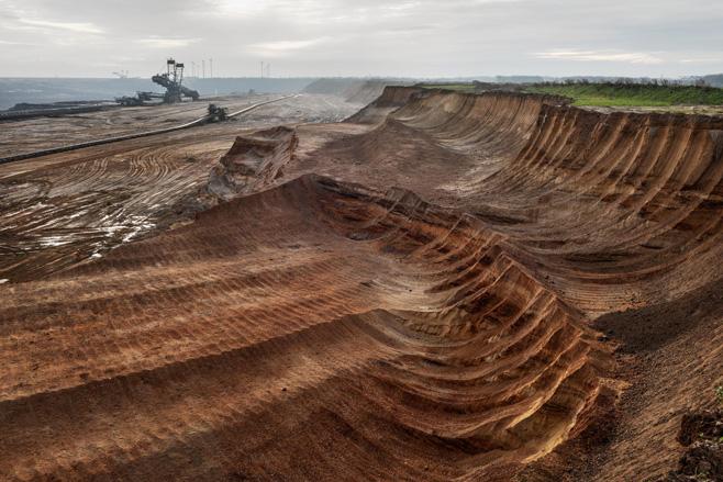 Coal Mine #1, North Rhine, Westphalia, Germany 2015photo © Edward Burtynsky, courtesy Admira Photography, Milan / Nicholas Metivier Gallery, Toronto